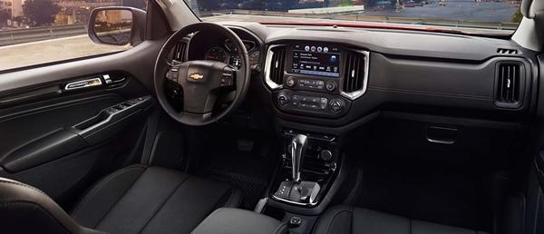 Chevrolet-Colorado-lam-mua-lam-gio-nhu-the-nao-tren-thi-truong-oto-ban-tai-nam-2017